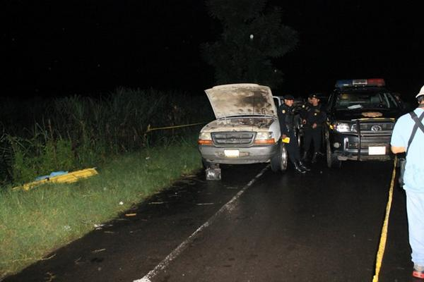 """La familia viajaba en un picop, y descendieron en el lugar para repararlo, momento en que aparecieron los delincuentes. (Foto Prensa Libre: Estuardo Paredes)<br _mce_bogus=""""1""""/>"""