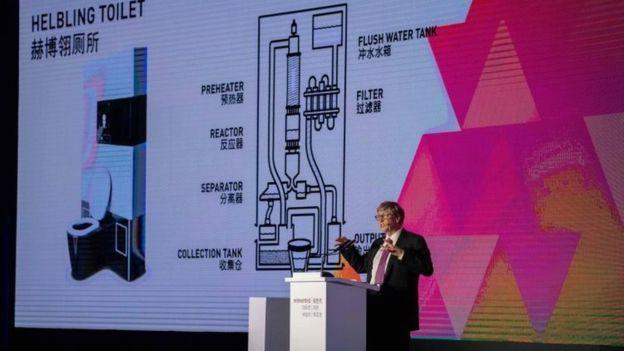 Bill Gates espera que los nuevos inodoros puedan ser usados en los hogares una vez que bajen sus precios. GETTY IMAGES