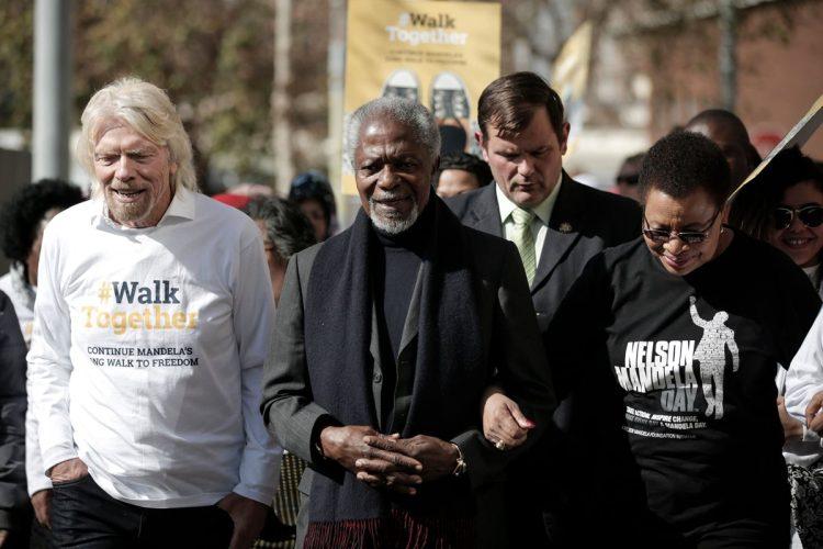 """Annan participa en el movimiento """"Los ancianos caminan juntos""""  para celebrar el centésimo aniversario de Nelson Mandela en Johannesburgo, el 8 de julio de 2018."""