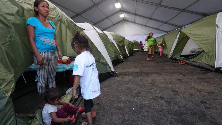 En el mega albergue serán instaladas 600 personas damnificadas por la tragedia del Volcán de Fuego. (Foto Prensa Libre: Estuardo Paredes)