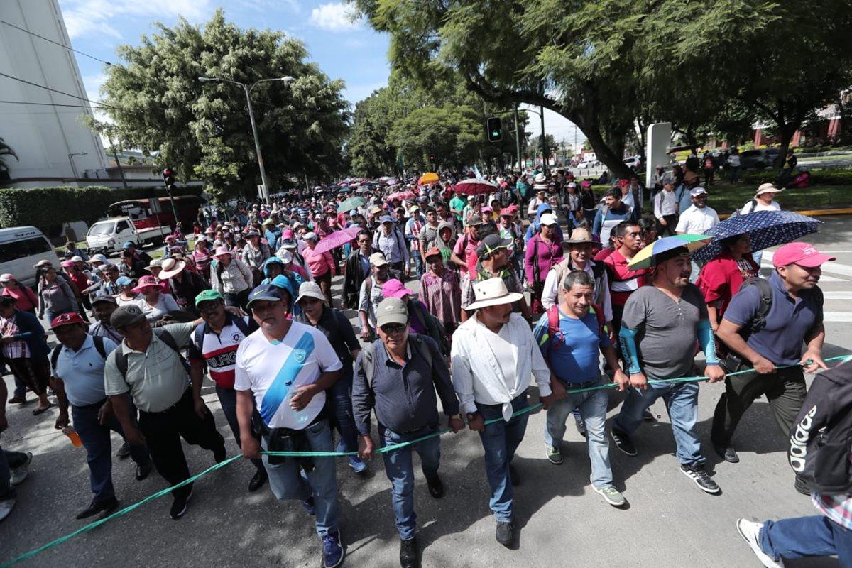 Sindicato presionó en diciembre último al Congreso para conseguir el financiamiento a pacto colectivo del magisterio. (Foto Prensa Libre: Hemeroteca PL)