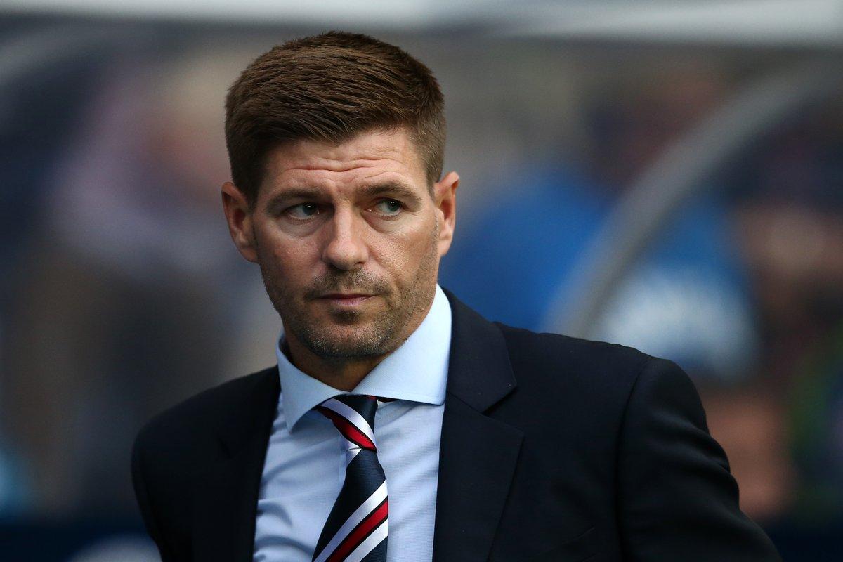 Gerrard quiere hacer historia como entrenador luego de su exitosa carrera futbolística con Inglaterray el Liverpool. (Foto Prensa Libre: SportsCenter/Twitter)
