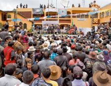 Vecinos de Barillas, Huehuetenango, reciben a siete líderes comunitarios liberados por tribunal.