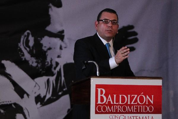 Manuel Baldizón anuncia su dimisión a Líder en julio de 2014, trámite que no se concretó por una restricción del TSE. (Foto Prensa Libre: Hemeroteca PL)