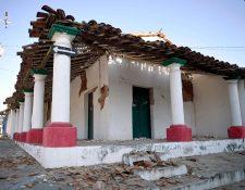 Vista de edificios dañados después del terremoto de 7.2 en la comunidad Pinotepa Nacional, estado de Oaxaca, México. (Foto Prensa Libre:AFP)