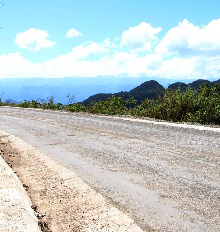 Los 43 kilómetros ya reparados se deterioran cada día más. (Foto Prensa Libre: Eduardo Sam)
