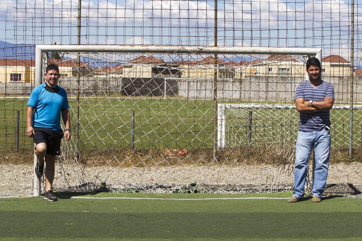 La amistad que nación entre Claudio Rojas y German Ruano por el futbol siguió después del retiro de ambos y ahora son socios. (Foto Prensa Libre: Norvin Mendoza)