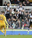 Después de una temporada en la segunda división, Newcastle United certificó el lunes su regreso a la Liga Premier tras vencer 4-1 a Preston North End. (Foto Prensa Libre: AFP)