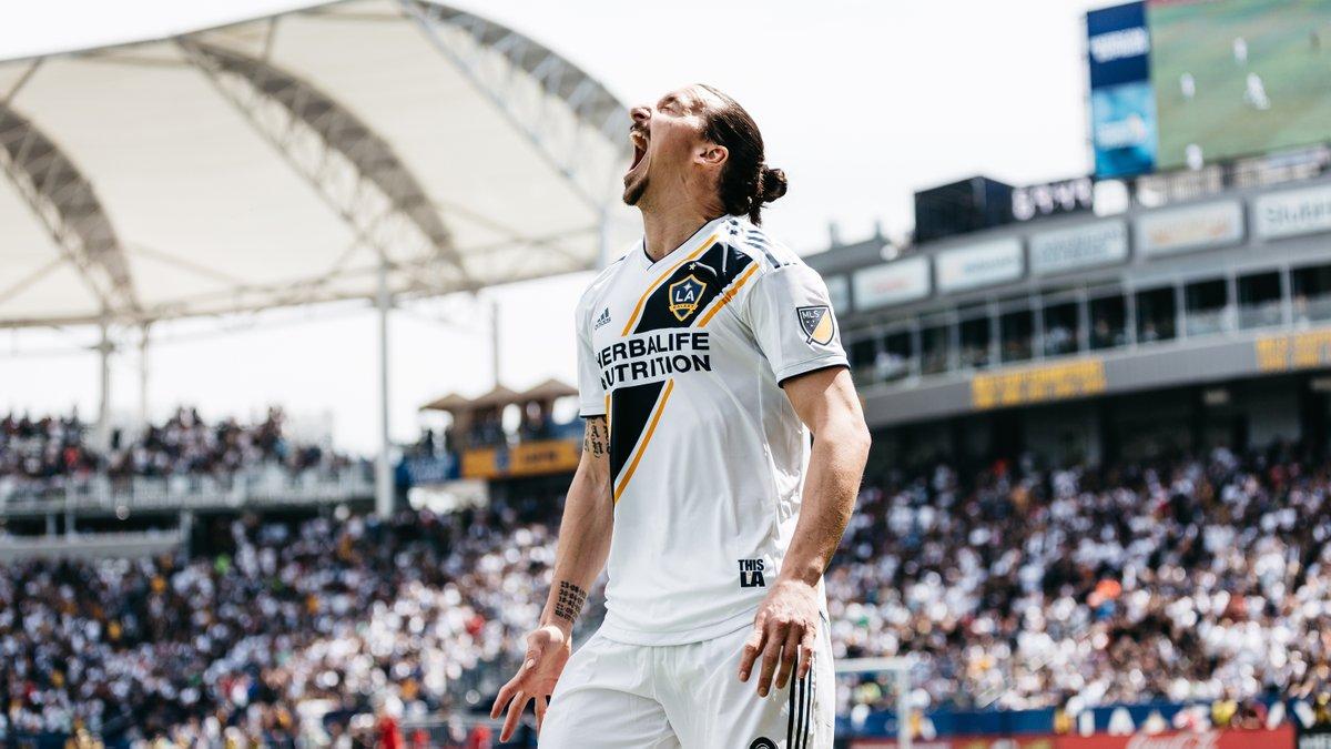 Zlatan Ibrahimovic vivió un día para el recuerdo en su debut en la MLS. (Foto Prensa Libre: Twitter @LAGalaxy)