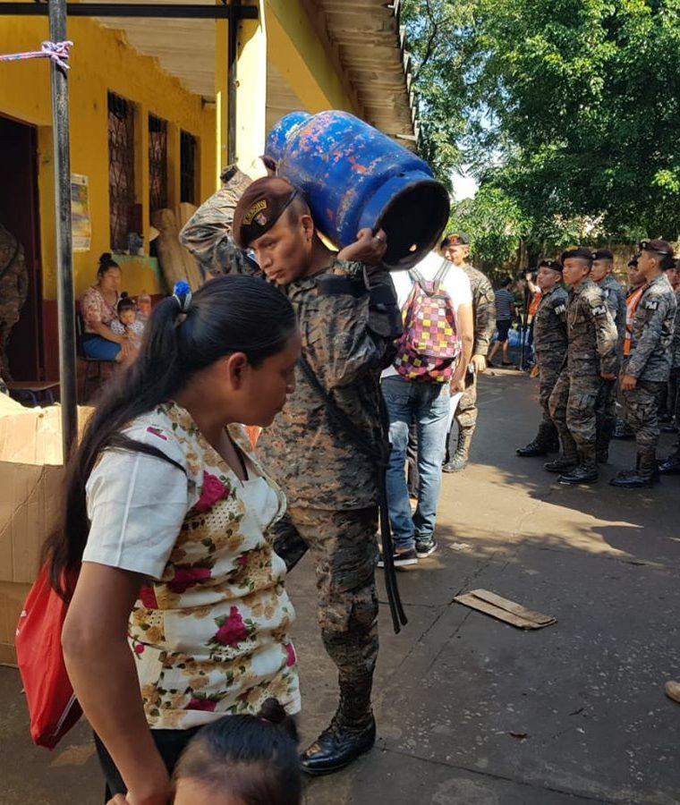 Las familias afectadas por la erupción del Volcán de Fuego vivieron ocho semanas en los albergues comunitarios. (Foto Prensa Libre: Conred)