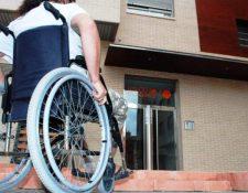 Personas que utilizan silla de ruedas para movilizarse serán son beneficiadas con la construcción de una rampa en la sede del Renap de Coatepeque. (Foto de referencia: HemerotecaPL)