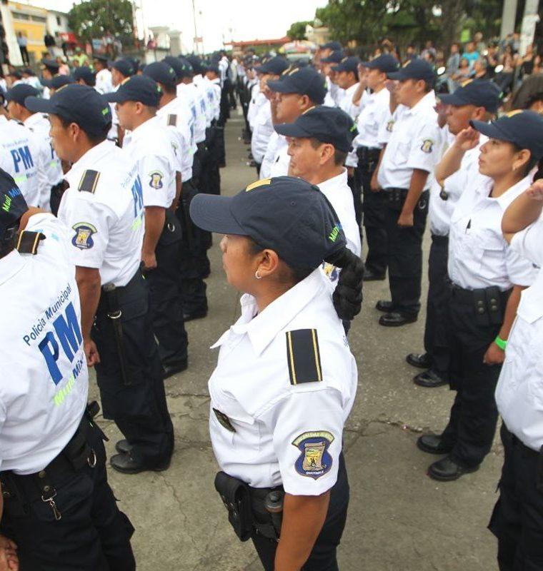 La mayoría de los nuevos agentes han prestado servicio militar. (Foto Prensa Libre: Érick Ávila)