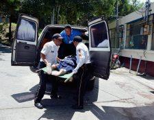 María Cotiy  Tzaj fue llevada a la emergencia del Hospital Nacional de Sololá. (Foto Prensa Libere: Édgar René Sáenz)