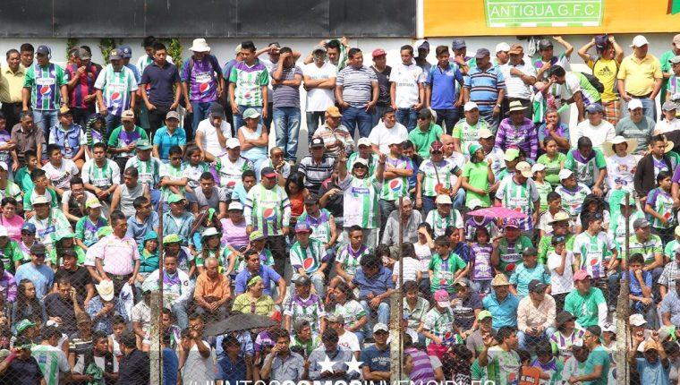 La afición de Antigua respondió con su presencia al apoyo en el partido contra Municipal. (Foto Antigua GFC).
