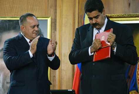 El presidente de Venezuela, Nicolás Maduro (D) y el titular de la Asamblea Nacional, Diosdado Cabello. (Foto Prensa Libre: AFP).