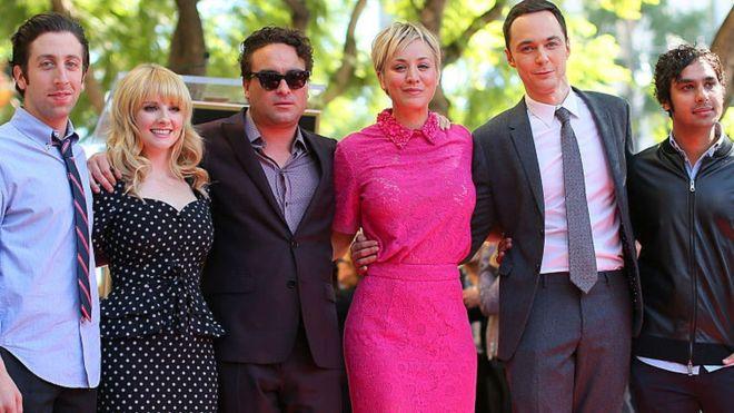 El tributo a Stephen Hawking que la serie The Big Bang Theory tuvo que cortar de su capítulo de final de temporada