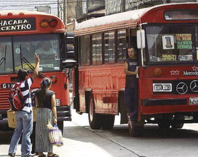 Los propietarios de buses urbanos no piden mayores requisitos a los conductores, según la PDH.(Foto Prensa Libre: Hemeroteca PL)