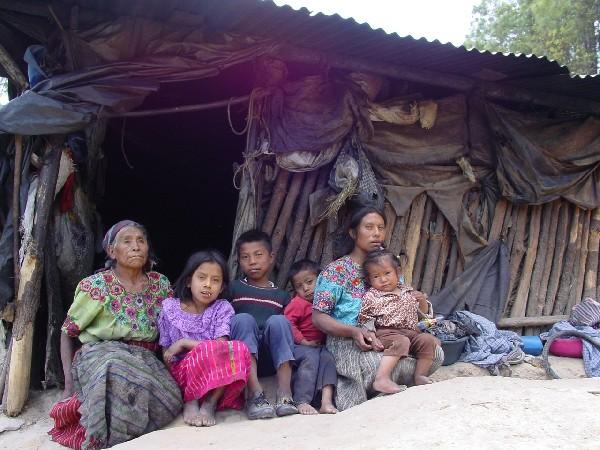 En Guatemala hay nueve millones de personas que viven en pobreza y pobreza extrema, reveló la Encovi 2014, y el Gobierno busca apoyo de la Ocde para crear políticas públicas para reducir la brecha. (Foto Prensa Libre: Hemeroteca)