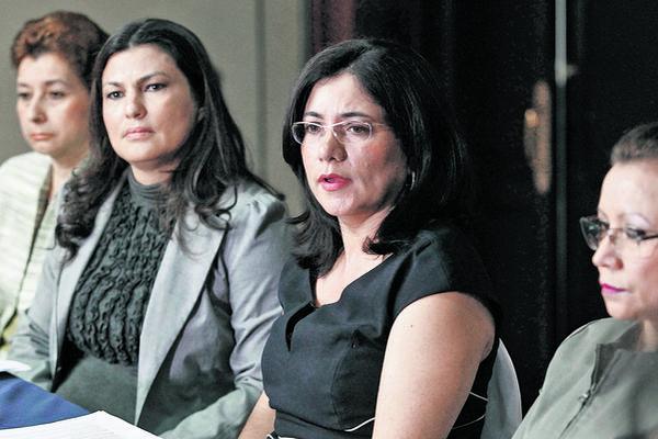 Magistrada afirma que carrera judicial fue violentada y por ello renuncia / Ina Leticia Girón, Patricia Gámez, Claudia Escobar, Ana Vilma Díaz