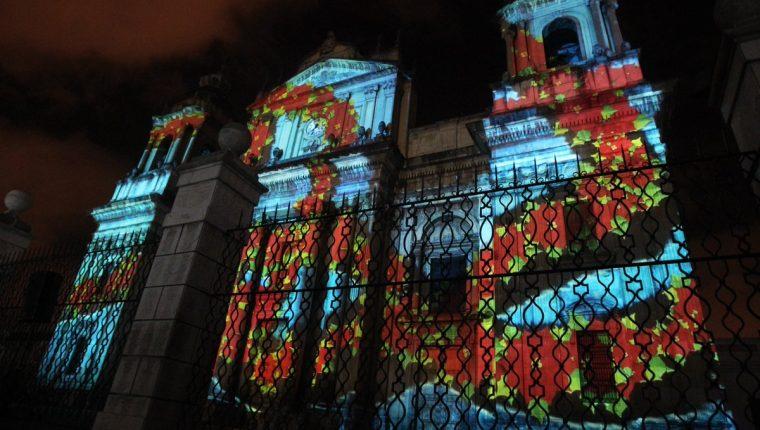 El año pasado se proyectaron diversas imágenes tridimensionales en la Catedral Metropolitana en el Festival Navideño Paseo de la Sexta. (Foto Prensa Libre: Hemeroteca PL)