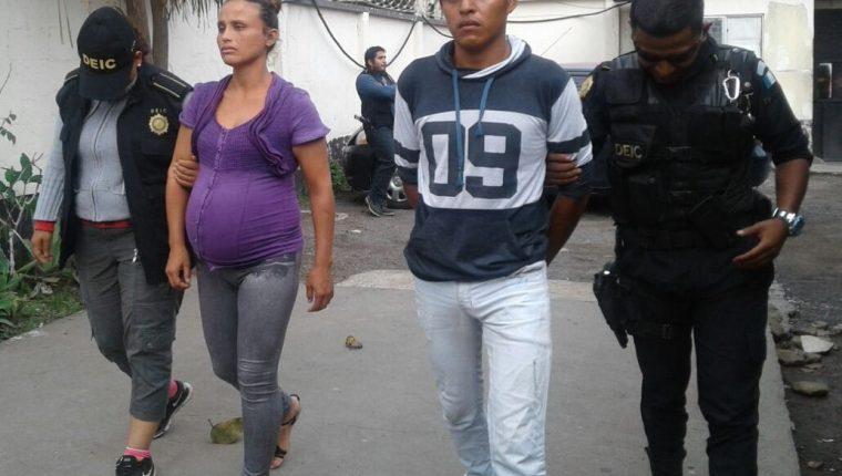Griselda Isabel Ochoa, de 32 años y Ovidio Guadalupe Castellanos García, 22, capturados por golpear a una niña de 3 años. (Foto Prensa Libre: Cortesía)