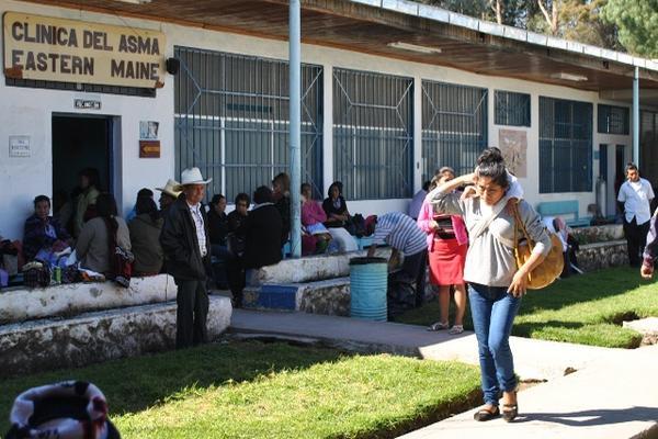 """En el hospital Rodolfo Robles se atienden cada día unos 20 pacientes con dolencias respiratorias, en Xela. (Foto Prensa Libre: Alejandra Martínez).<br _mce_bogus=""""1""""/>"""