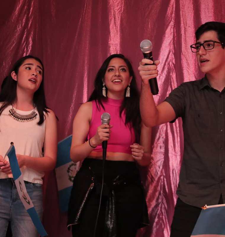 Mariana Iguavita, Christa Urrea y Christian Calderón fueron algunos de los artistas que participaron en el concierto por los niños. (Foto Prensa Libre: Juan Diego González)