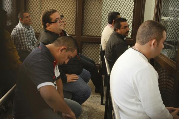 El grupo de Haroldo Mendoza Matta también fuerron trasladados a tribunales. (Foto Prensa Libre: Rodrigo Méndez)