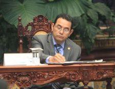El presidente Jimmy Morales, durante un evento con el cuerpo diplomático en el Palacio Nacional de la Cultura. (Foto Prensa Libre: Esbin García)