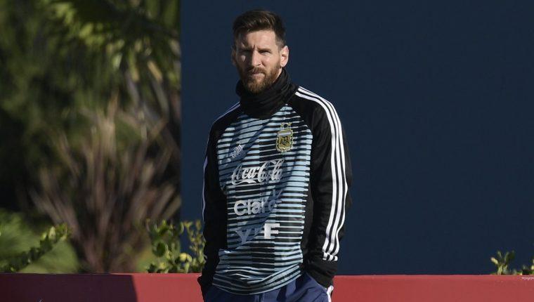 El delantero argentino Lionel Messi se presentó este martes por primera vez a los entrenamientos de la selección, que se prepara para el Mundial de Rusia. (Foto Prensa Libre: AFP)