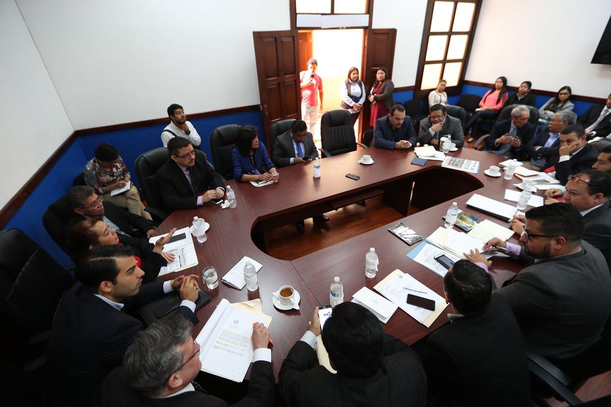 En una tensa reunión la Comisión de Deportes del Congreso llegó a un acuerdo para presentar la Iniciativa 5421 al Pleno del Congreso. (Foto Prensa Libre: Jorge Ovalle)
