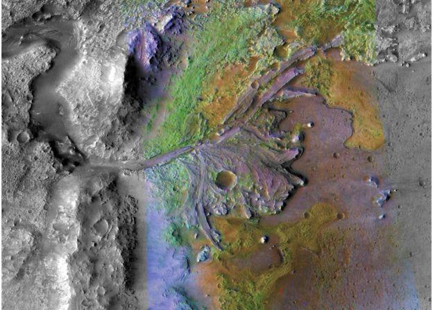 El cráter Jezero muestra fuertes evidencias de que en su interior hubo agua en el pasado. NASA/JPL/JHUAPL/MSSS/BROWN UNIVERSITY