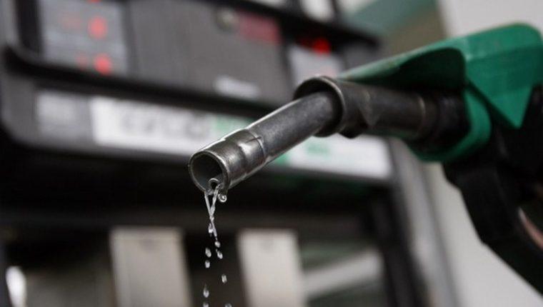 Se reporta una caída en los precios de los combustibles. (Foto Prensa Libre: Hemeroteca PL)