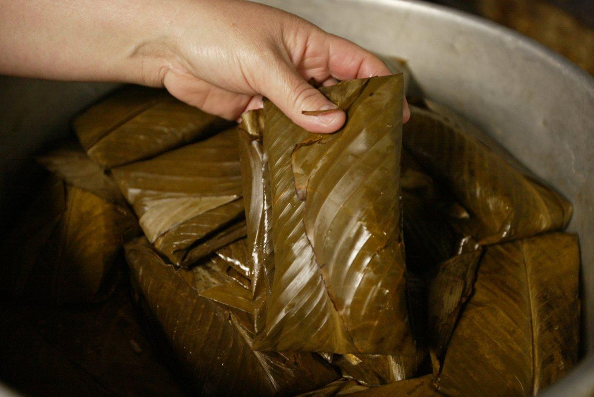 A pesar de los índices de pobreza, en los hogares guatemaltecos no falta la cena con tamal. (Foto Prensa Libre: Hemeroteca PL)