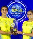 Presentación de la medalla y playera oficial de la séptima edición de los 10K nocturnos. (Foto Prensa Libre: Norvin Mendoza)