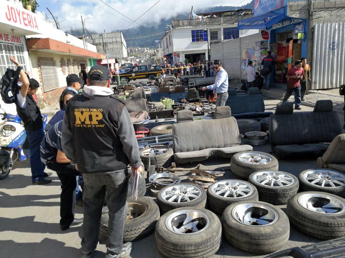 Aunque la PNC efectúa operativos frecuentes, vecinos de Quetzaltenango señalan que el robo de vehículos no se detiene. (Foto Prensa Libre: Carlos Ventura)