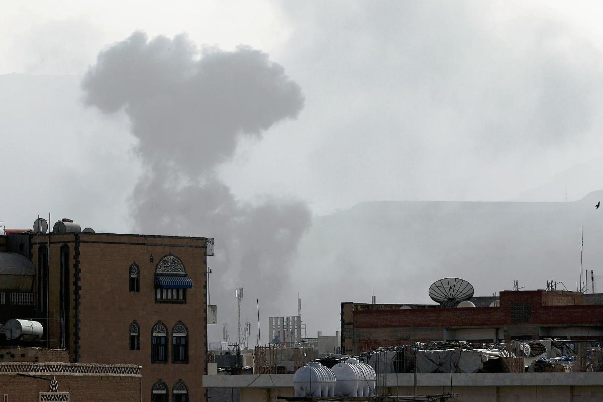 Coalición árabe realiza  bombardeos contra rebeldes chiitas en sur de Yemen
