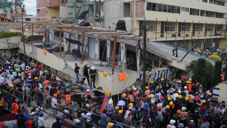 Gran parte de la escuela Enrique Rébsamen se derrumbó por el terremoto registrado el martes último en la Ciudad de México. (Foto Prensa Libre: EFE)