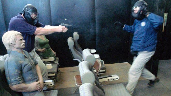 La primera camada de pilotos entrenados en el uso de armas en la cabina se graduó en 2003. GETTY IMAGES