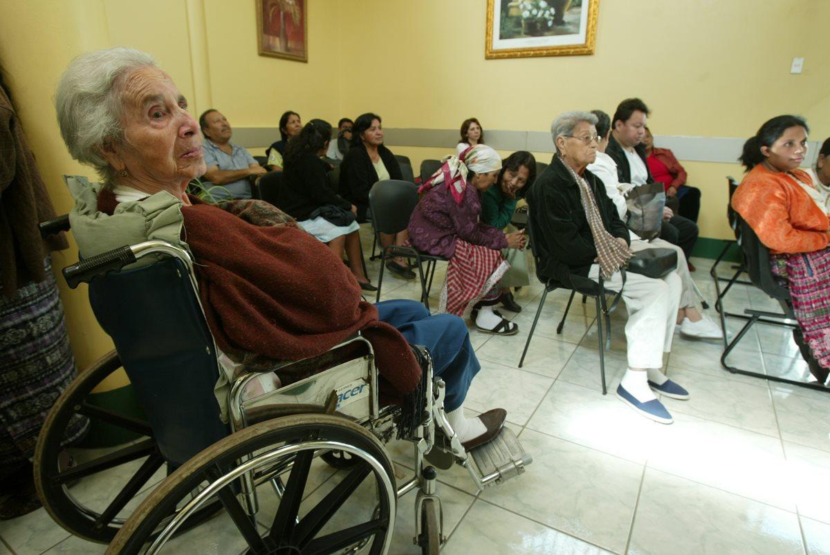 Hospital Roosevelt cierra consulta externa