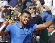 Jo-Wilfried Tsonga superó a Roger Federer en los cuartos de final del Master 1000 de Montecarlo. (Foto Prensa Libre: AFP)