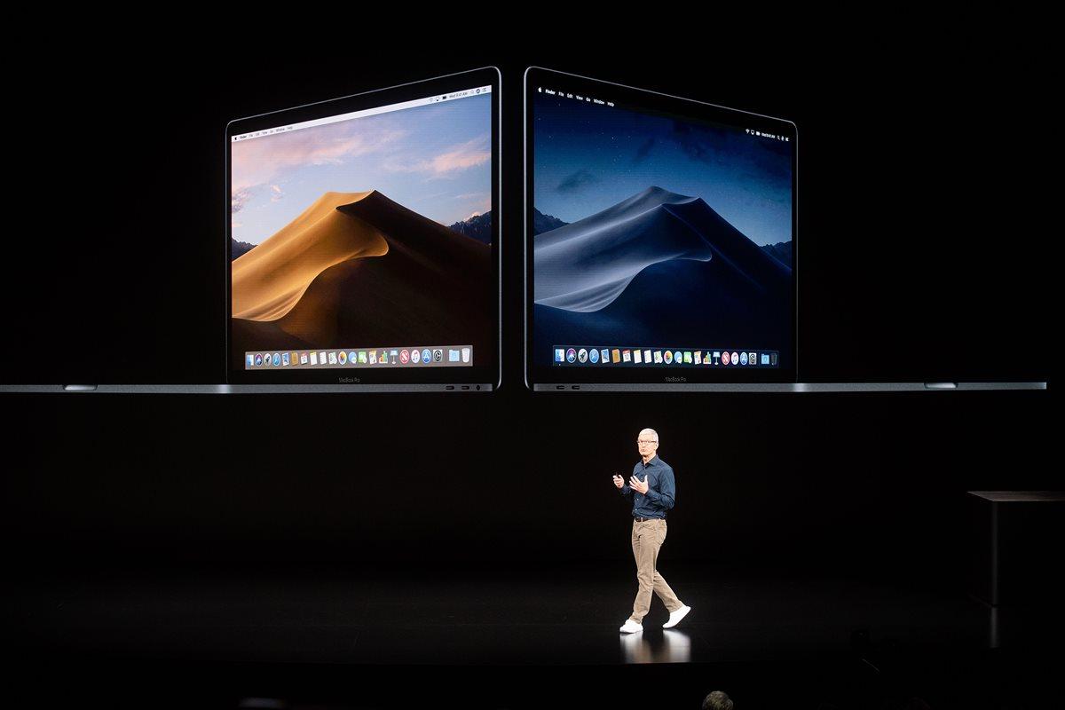 Tim Cook presentó la actualización para el sistema operativo de las Mac, macOS Mojave, que estará disponible el 24 de septiembre. (Foto Prensa Libre: AFP).