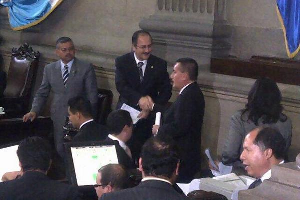 Diputados buscan acuerdos para aprobar leyes de urgencia nacional. (Foto Prensa Libre: Jessica Gramajo)