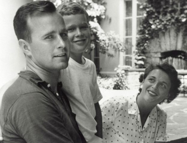 Bush le abrió paso a sus hijos en la política, como el presidente George W. Bush. GETTY IMAGES