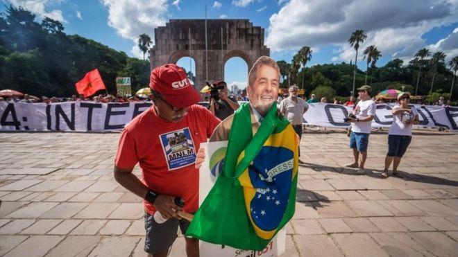 Los seguidores de Lula se muestran convencidos de que los jueces anularán la condena por corrupción contra el expresidente brasileño. AFP