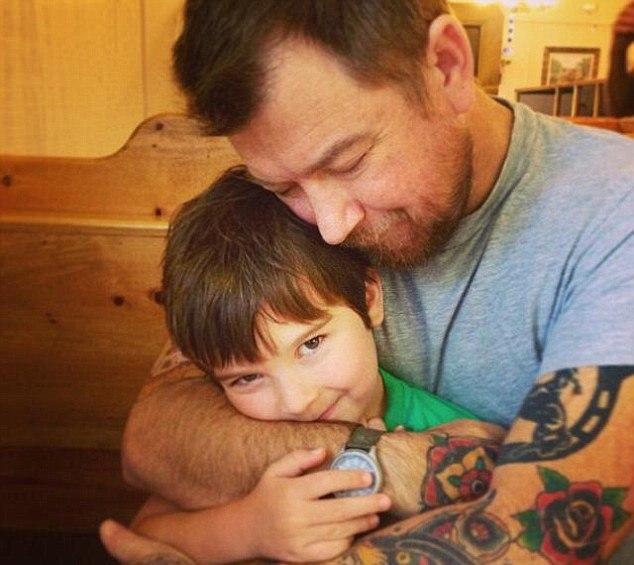 Usuarios ayudan a niño meme a salvar la vida de su padre