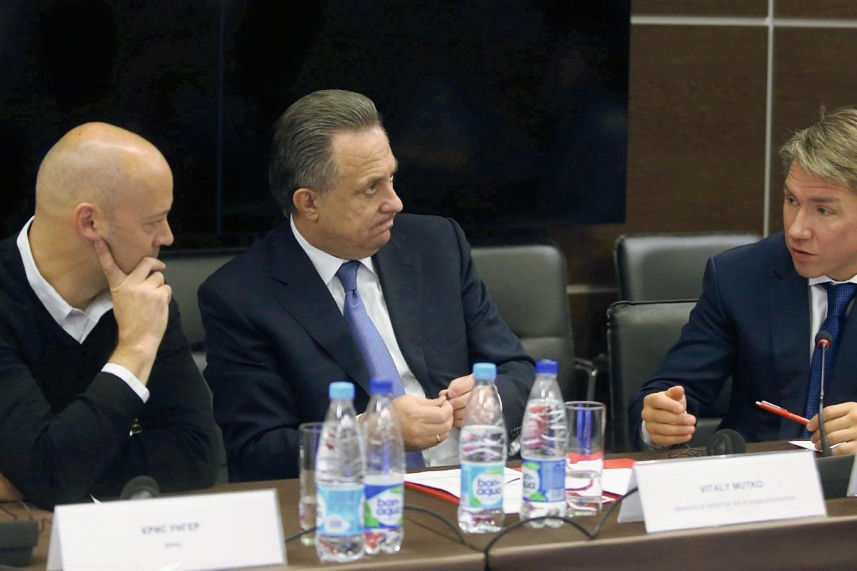 El ministro ruso de Deportes, Vitaly Mutko (centro), Christian Unger (i) y  Alexey Sorokin (d), ofrecen una rueda de prensa en Moscú (Foto Prensa Libre: EFE)