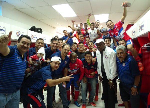 Los jugadores de Xelajú MC festejan en el camerino. (Foto Prensa Libre: Xelajú MC)