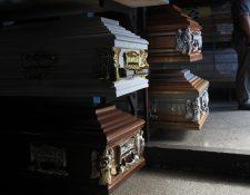 En las funerarias comienzan a fabrican féretros de dimensiones más grandes de acuerdo a la complexión del cuerpo.(Foto Prensa Libre: Esbin García)
