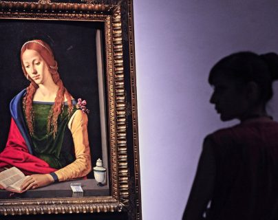 """La obra """"Santa María Magdalena Leyendo"""" del pintor italiano Piero Di Cosimo es exhibida en Florencia,Italia. (Foto Prensa Libre:EFE)."""